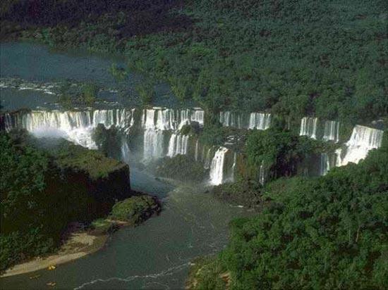 پارک ملی ایگوازو یکی از جاذبه های زیبای کشور آرژانتین